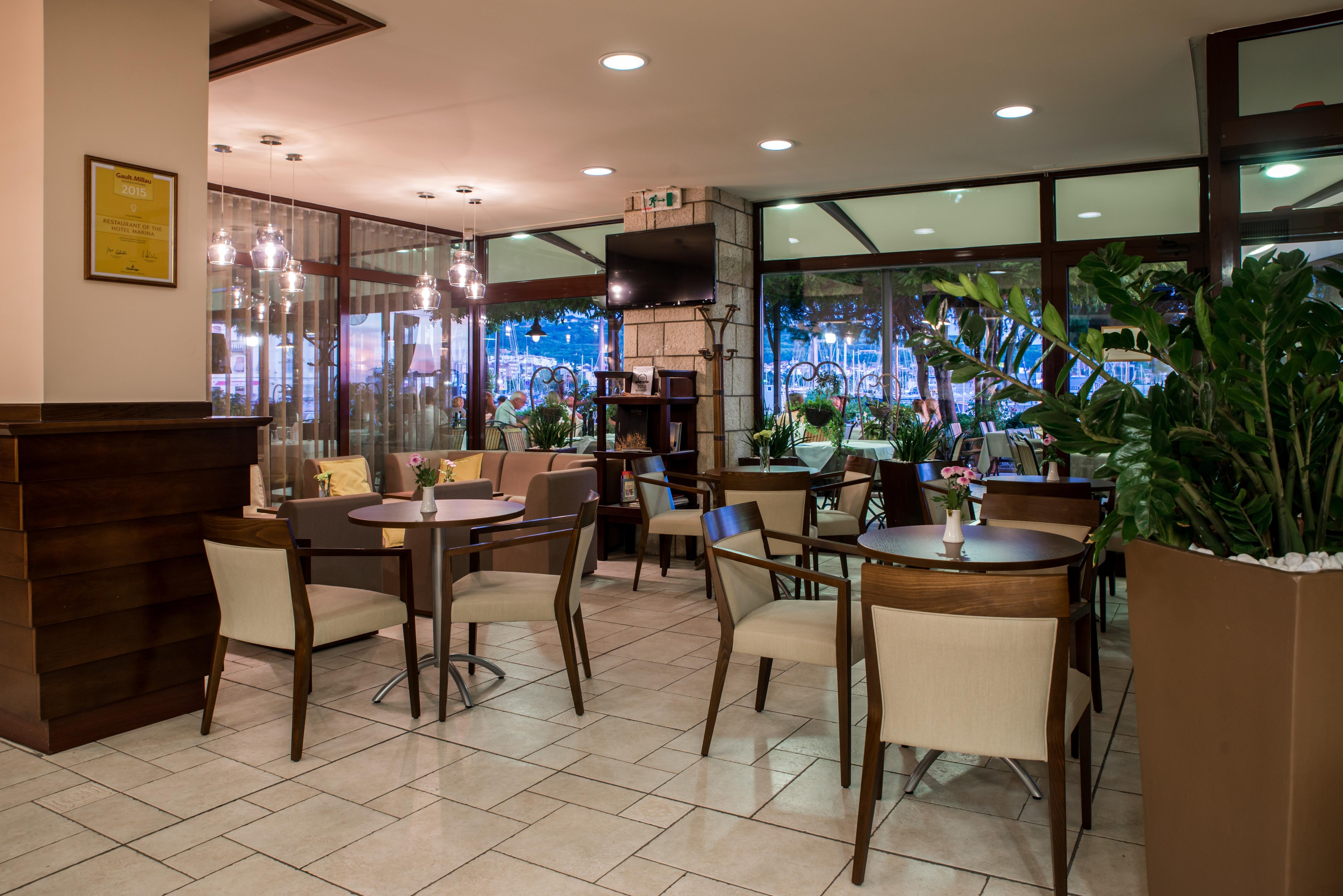 Lobby bar Marina